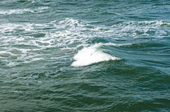 Meereswogen, Wasserhintergrund mit Kopienraum Lizenzfreie Stockbilder