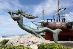 Meerminbeeldhouwwerk bij historisch varend schip Royalty-vrije Stock Fotografie