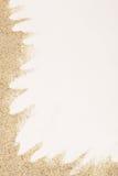Meersand auf weißem Hintergrund Lizenzfreie Stockfotos