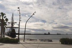 Meertros van Galeon in de Haven van Alicante Stock Afbeeldingen
