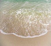 Meerwasser und Sandstrand Lizenzfreies Stockfoto