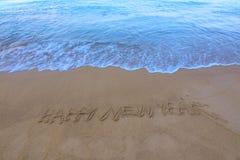 Meerwasserspritzen oder -welle auf dem Sandstrand Lizenzfreies Stockbild