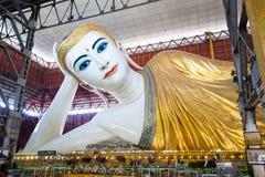Meest bekende Myanmar die het beeld Chauk Htat Gyeeat doen leunen van Boedha Royalty-vrije Stock Fotografie