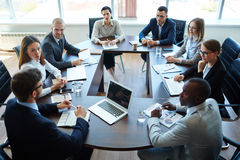 Meeting of shareholders. Businespeople at panel discussion in board room Royalty Free Stock Photos
