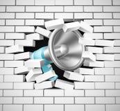 Megáfono que rompe la pared de ladrillo Fotos de archivo libres de regalías