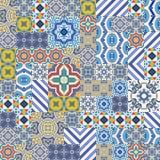 Mega- herrliches nahtloses Patchworkmuster von den bunten marokkanischen, portugiesischen Fliesen, Azulejo, Verzierungen Stockfotografie