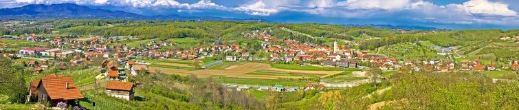 Mega panorama Zagorje för gröna kullar Royaltyfria Bilder