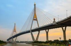 mega thailand för bangkok bro skymning Arkivfoton