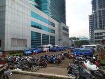 Mega torn och parkering royaltyfria foton