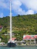Mega yacht i den Gustavia hamnen på St Barts, Frech västra Indies Royaltyfria Foton