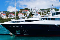 Mega- Yachten in St Thomas Lizenzfreie Stockfotos