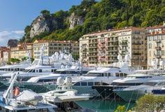 Mega yachter i port av Nice, Frankrike Arkivbilder
