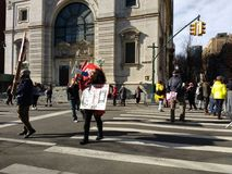 Megafone, chamada à ação, ` s março das mulheres, Central Park ocidental, NYC, NY, EUA Foto de Stock Royalty Free