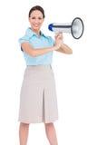 Megafono di classe allegro della tenuta della donna di affari fotografia stock