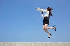 Megafono gridante della donna di affari Fotografie Stock