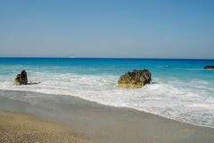Megali Petra是其中一个普遍的海滩在莱夫卡斯州 库存图片
