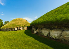 Megalithic passageTomb, Knowth, Irland Royaltyfria Foton