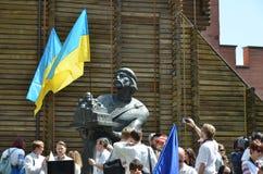 Megamarch des broderies près du Golden Gate à Kiev Photo libre de droits