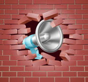 Megaphon, das durch Backsteinmauer bricht stock abbildung