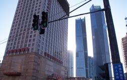 Megapolis освещает около небоскребов Стоковая Фотография RF