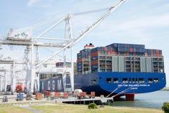 Megaship BENJAMIN FRANKLIN s'est accouplé au port d'Oakland Image stock