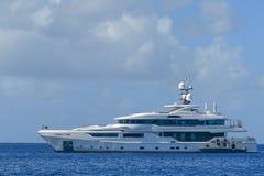 Megayacht w kanale w BVI Fotografia Royalty Free