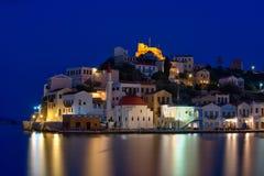 Megisti口岸,卡斯特龙岛海岛希腊夜视图  免版税库存照片