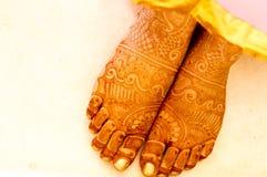 Mehendi (无刺指甲花)在妇女的手上设计 库存图片
