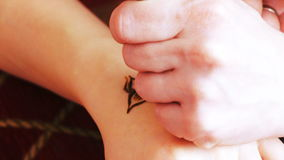 Mehendi del hennè del disegno stock footage