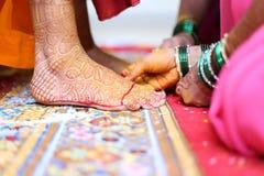 Mehendi della sposa indiana Immagini Stock Libere da Diritti