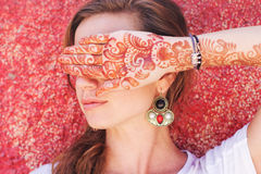 Mehendi on the hand of pretty girl Royalty Free Stock Photography