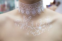 Mehendi na kobiety klatce piersiowej Obraz Royalty Free