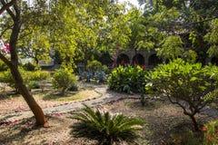 Meherabad ashram som är etablerad vid Meher Baba nära den Arangaon byn, Indien Arkivfoton