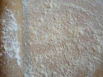 Mehl auf dem Brett Stockbild