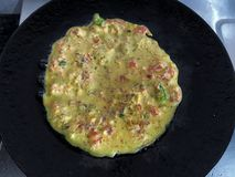 Mehl Besan oder des Gramms oder Kichererbsenmehl Veg-Tomaten-Omelett stockbild