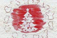 Mehl für die Weihnachtsplätzchen auf roter Tabelle lizenzfreie stockfotos