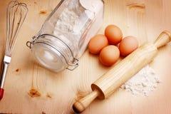 Mehl und Eier Lizenzfreie Stockbilder