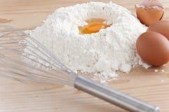 Mehl und Eier Lizenzfreies Stockbild