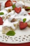 Mehlklöße mit Erdbeere, Pierogi Stockfoto