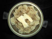 Mehlklöße mit Gewürzen und Butter lizenzfreie stockfotografie