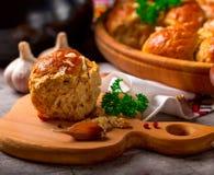 Mehlklöße mit Knoblauch Frische Petersilie Stockbild