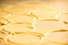 Mehlkloßproduktion Lizenzfreie Stockbilder