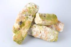Mehltau auf Brot Verdorbene Nahrungsmittel, die zum Verbrauch schädlich sind stockbilder