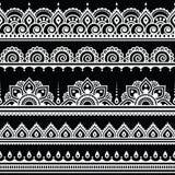 Mehndi, modello bianco senza cuciture del tatuaggio indiano del hennè su fondo nero Immagine Stock