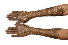 mehndi s 2 рук девушки Стоковые Фотографии RF