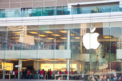 Mehr Abnehmer im Apfelspeicher Lizenzfreie Stockfotos