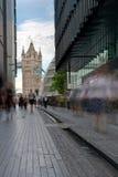 Mehr London, das in Richtung der Kontrollturmbrücke blickt Stockbilder