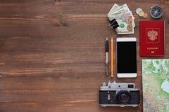 Mehr in meinem Portefeuille Verschiedene Sachen, die Sie für Reise benötigen Stockfoto