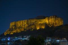 Mehrangarh堡垒在晚上 印度乔德普尔城 库存图片
