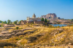 Mehrangarh-Fort mit Jaswant Thada Stockbilder